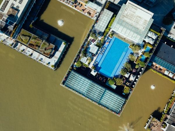controladores de accesos en piscinas barcelona