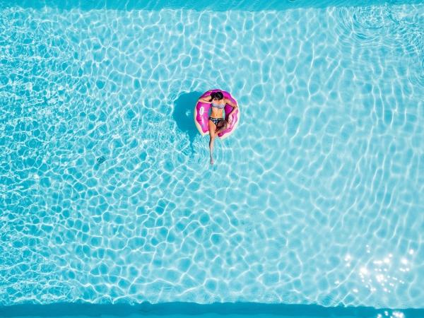 controladores de accesos en piscinas comunitarias